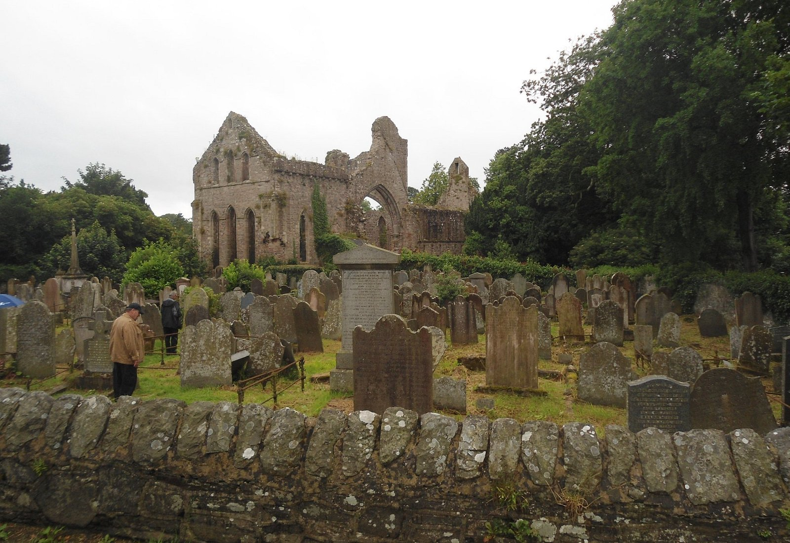 Замок Грей Эбби и кладбище