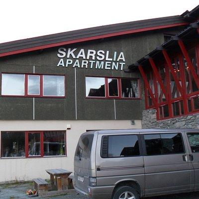 Här nära ridcentrat fanns lägenheter att hyra.