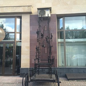 Памятник Металлический Трон