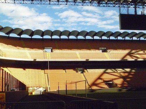 vista all'uscita del tunnel per i calciatori sul campo da gioco