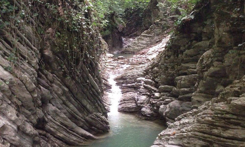 Живописные водопады созданные природой