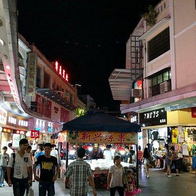 広東省の古い華僑スタイルの建築が残る場所。 残念ながら、一階店舗だけで、居住まではしていない。