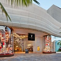 T Galleria by DFS, Hawaii. Open Daily 9:30-11pm, NO TAX ADDED on all purchases!