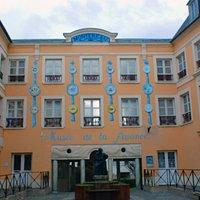 façade peinte du musée de la faience