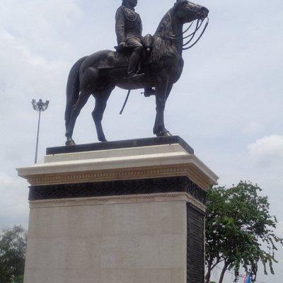 Suan Amporn, next to Ram V Statue