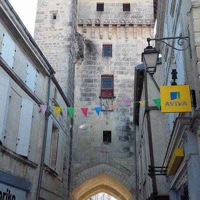 Tour de l'horloge, vue depuis la rue de la grosse horloge.