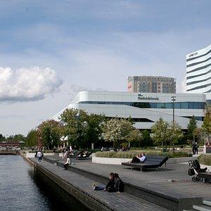 I kulturhuset Väven hittar du Umeå stadsbibliotek, Kvinnohistoriska museet, Vävenscenen, kafeet