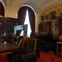 Кабинет-библиотека