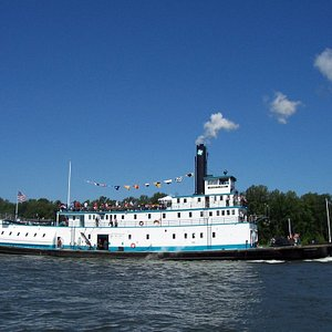 The steamer PORTLAND cruising the Willamette River. The tugboat is usually moored along Naito Pa