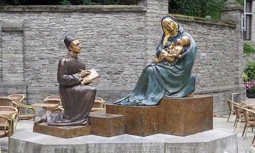 Святой Лука пишет образ Девы Марии с младенцем