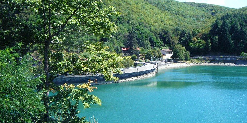 La strada sulla diga