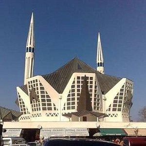 Türkiye'de nadir yerlere yapılan mimari hoş camilerden biri