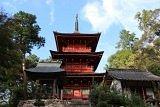 神仏習合の名残を留める三重塔