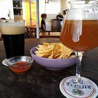 Aperitivo a base di birra e nachos