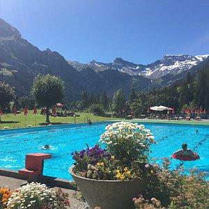 waar vind je een zwembad met zo'n uitzicht?