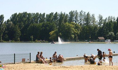 Jetlev flyer en action à la base de loisirs du Mele-sur-Sarthe