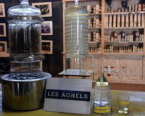 Miniature model explaining the distillation process