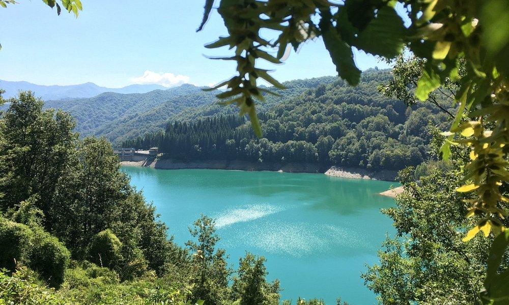 Vista Lago Brugneto dalla passeggiata