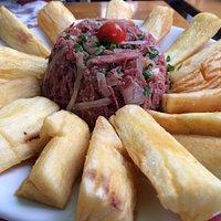 Brasileirinho - Carne seca com mandioca frita