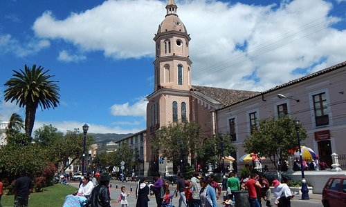 Iglesia San Luis (Plaza Principal), Otavalo, Ecuador