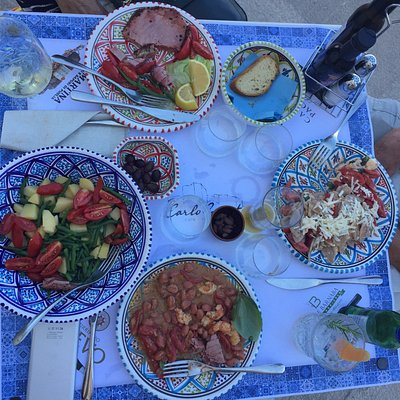 BEST FOOD IN MONOPOLI!Clockwise from the top:Tuna; a delicious pasta dish; beet gnocchi;warm sal