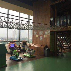 Arena bermain dan ruang tunggu yang cozy