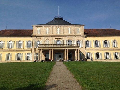 Es el palacio el cual tiene diferentes salas que te va a encantar conocer