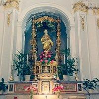 Altare della chiesa, con il fercolo di santa Rosalia (1601-1604)