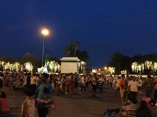 Royal Plaza at night