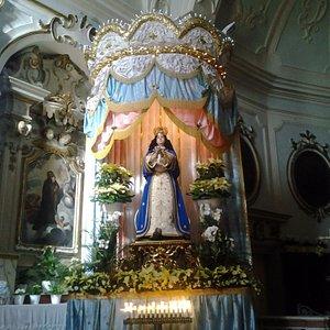 La statua venerata e portata in processione per le vie del paese l'8 dicembre.