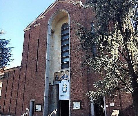 Milano, Chiesa della BV Immacolata e sant'Antonio: l'esterno
