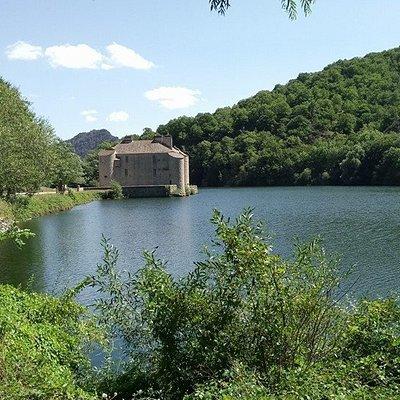 Chateau au bord du lac