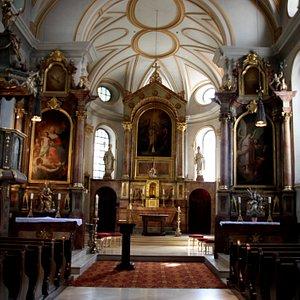 Kirchenraum mit Kanzel