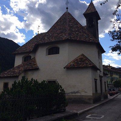 Il tetto in maiolica policroma