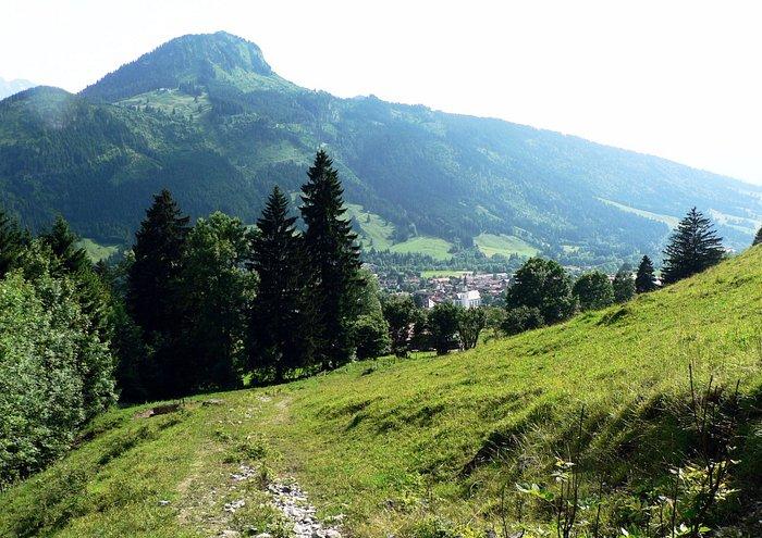 Beim Ausstieg aus dem Hirschbachtobel zeigt sich Bad Hindelang mit dem Imberger Horn