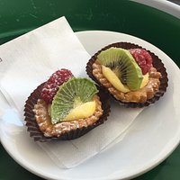 Delicious mini fruit tarts