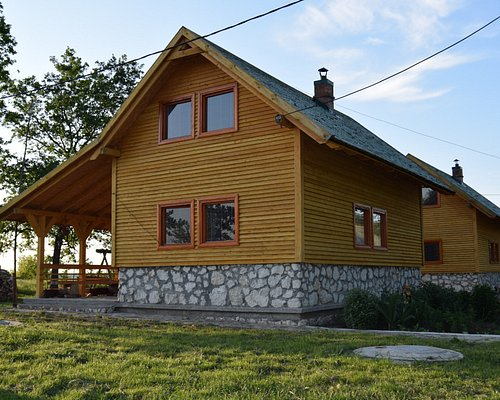 Place to stay in the preserve, these cabins are equipped with everything needed for a long stay.