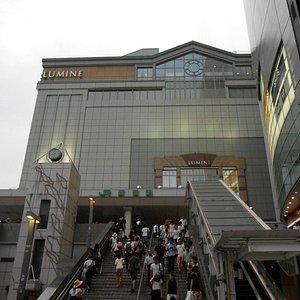 Un imponente centro commerciale
