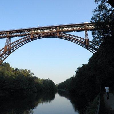 Ponte di Paderno: passaggio del convoglio ferroviario