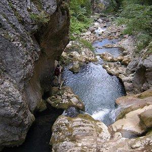 Çatak Kanyonundaki şelaleler içinden görünüm