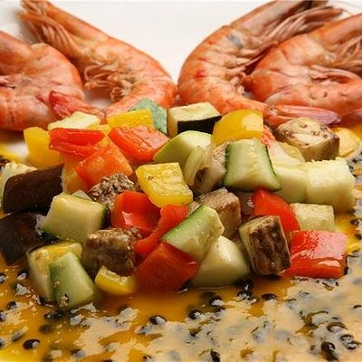 Shrimps, vegetables and passion fruit