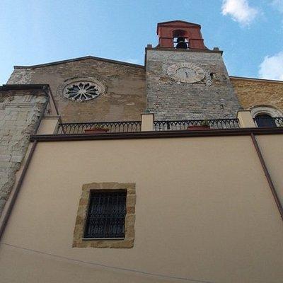 Torre campanaria e rosone
