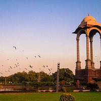 India Gate - A beautiful place to spend time with family and friends amidst green lawns!