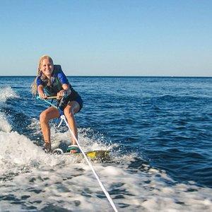 Imparare a fare wakesurf trainato non è mai stato così facile!