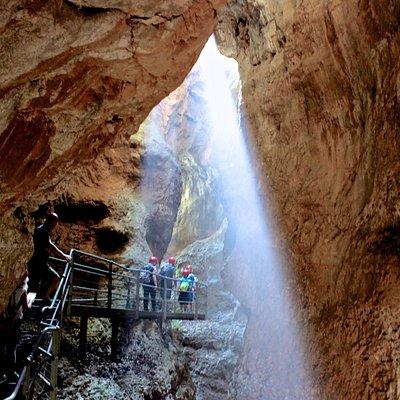un raggio di sole filtra nel canyon