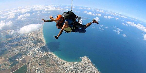 Skydive Shomerat   הצנחניה