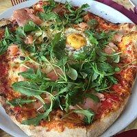La especialidad de la casa son las pizzas que son increíblemente buenas pero os recomiendo tambi