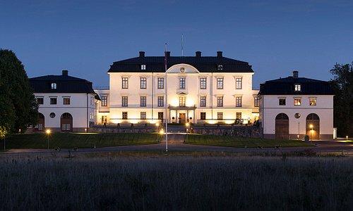 Rosersbergs Slott i kvällsbelysning