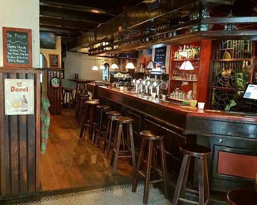 De bar binnen.