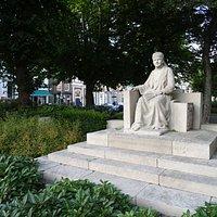 Emma monument next to Graanbeurs